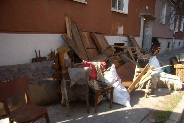 Изхвърляне на стари мебели в столична община