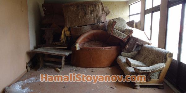 Къде и как да се отървем от старите си мебели в София при почистване на жилище,мазе или таван