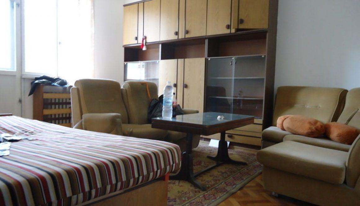 Помощ при изнасяне и извозване на стари мебели в София