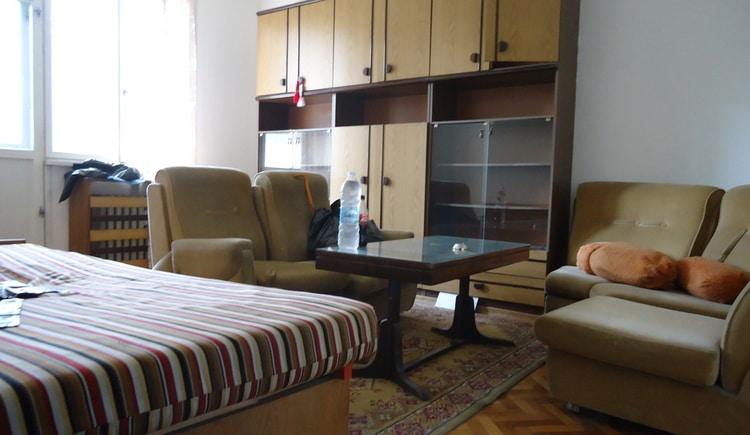 В помощ при изнасяне и извозване на стари мебели в София